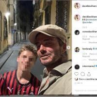 Firenze, guarda chi c'è in vacanza in città: David Beckham e uno dei figli con la maglia del Milan