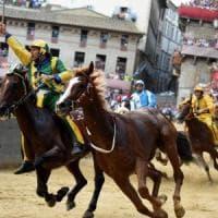 Palio di Siena, la Selva vince con il cavallo senza fantino