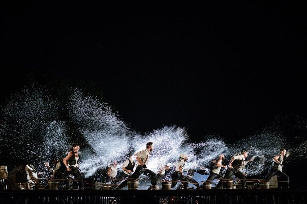 """Il """"Moby Dick"""" del Teatro dei Venti nell'arena geotermica di Larderello"""