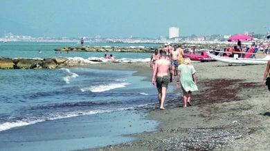 Rep :   La spiaggia dimezzata, l'ultima frontiera di Poveromo  -    video