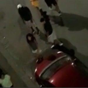 Firenze, maxi rissa in via dei Vanni: minacce, spintoni e paletti usati come spranghe