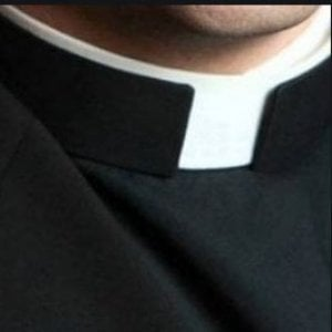 Sacerdote indagato per violenza sessuale, Betori lo sospende dal sacerdozio
