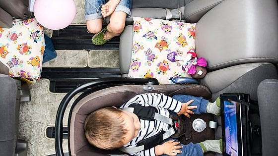 """Una app per non """"dimenticare"""" i figli in auto"""