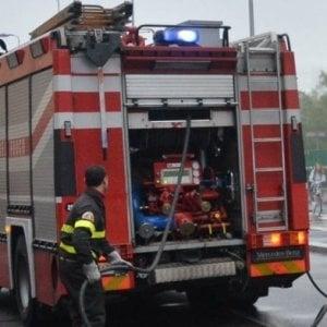 San Miniato, incendio nell'autorimessa: evacuate otto famiglie