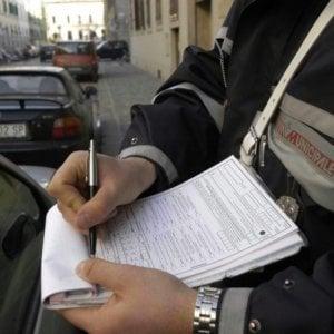 Firenze, multava persone con cui aveva litigato: chiesto processo per ex vigilessa di Follonica