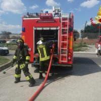 Cassonetti in fiamme: raid doloso a Pontassieve e una sigla Mgp
