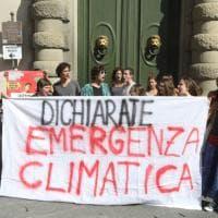 """""""Dichiarate l'emergenza climatica"""", i giovani di Fridays For Future di nuovo in piazza a Firenze"""