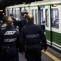 Poliziotti aggrediti: