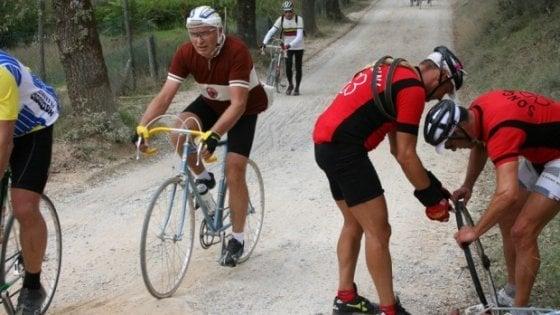 L'Eroica, in 8mila su bici d'altri tempi per la corsa a Gaiole in Chianti