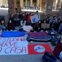Firenze, sit-in degli studenti universitari contro il caro affitti