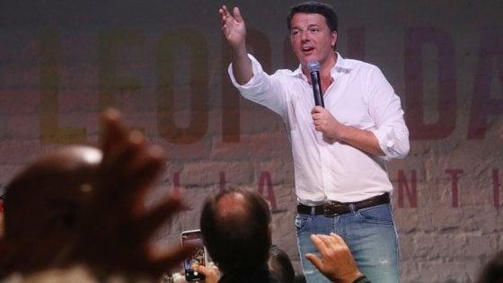 """Firenze, Leopolda da tutto esaurito. Renzi: """"Altro che flop, qui c'è tanta gente libera"""""""