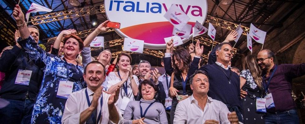 Leopolda, sold out anche il secondo giorno. Renzi prende la tessera numero 1 di Italia Viva
