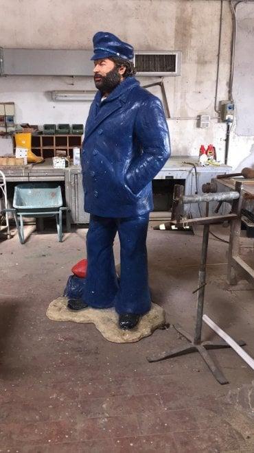 La statua di Bud Spencer ritirata dal lungomare di Livorno, i social si scatenano