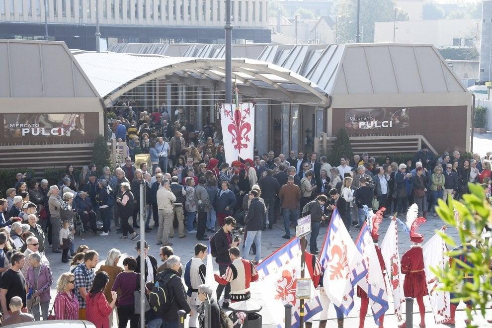 Firenze, inaugurato il nuovo mercato delle Pulci in largo Annigoni
