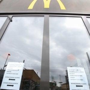 """Firenze, il questore chiude McDonald's: """"spaccio ed episodi di violenza"""""""