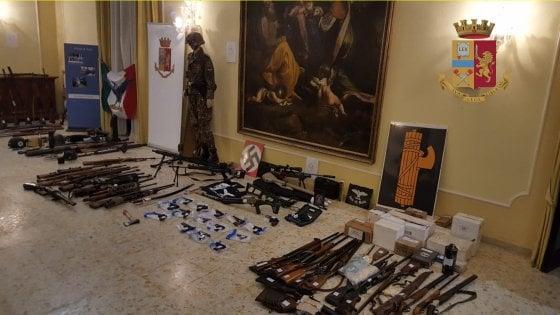 """Firenze, 12 sotto inchiesta per eversione di destra: volevano """"far saltare"""" la moschea di Colle Val d'Elsa"""