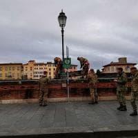Pisa, per l'Arno in piena montate le paratìe