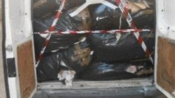 Firenze, lo scandalo dei rifiuti tessili abbandonati: 36 denunce