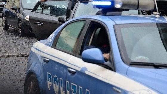 Firenze, cosparge la moglie di alcol e tenta di darle fuoco: arrestato