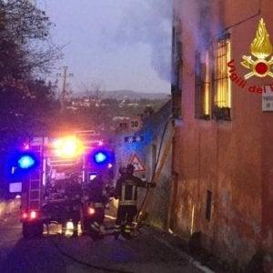 Firenze, fiamme in un appartamento: intossicata una persona