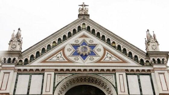 Firenze, no alla musica di Mozart nella basilica di Santa Croce. Il Comune contro il priore