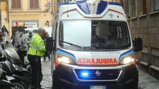 Firenze, pensionato inciampa in via dei Pepi, cade e muore