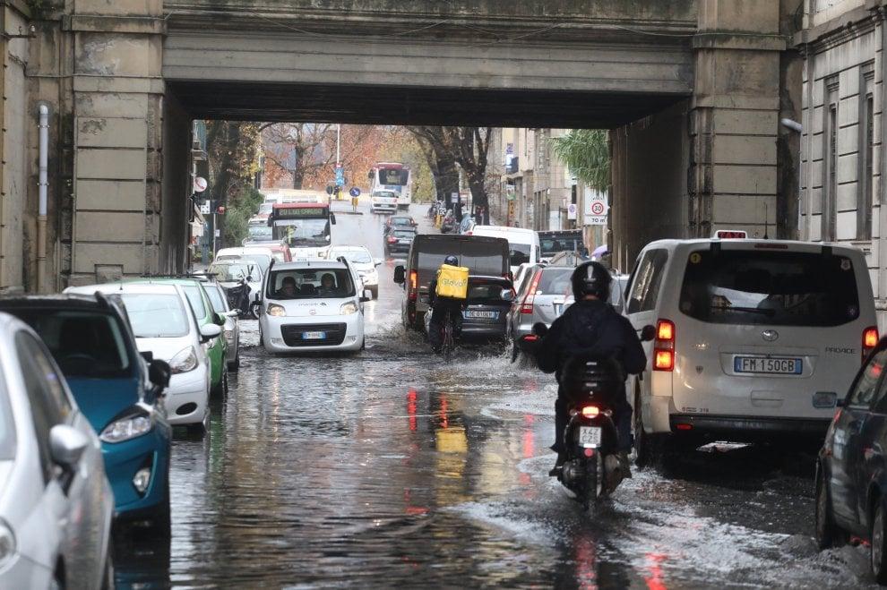 Strade allagate e traffico in tilt a Firenze a causa del maltempo