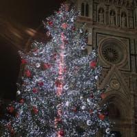 Natale a Firenze, il sindaco accende gli alberi
