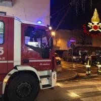 Corto circuito delle luci dell'albero di Natale, ottantenne muore nell'incendio