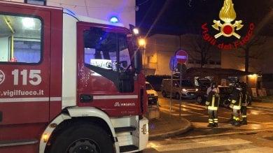 Corto circuito delle luci di Natale, ottantenne muore nell'incendio della casa