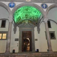 Firenze, un gioco di luci colora il loggiato dell'Istituto degli Innocenti