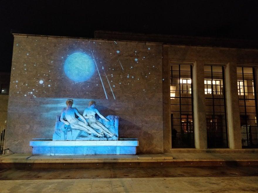La Luna illumina la Palazzina Reale di Firenze: l'omaggio a 50 anni dallo sbarco