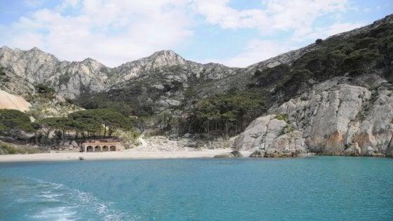 Tra acque trasparenti e percorsi nella natura, via alle visite a Montecristo