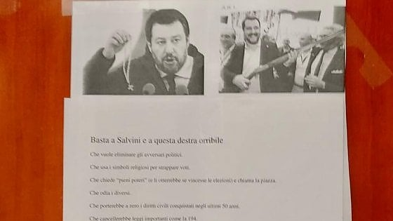 Cartello anti Salvini dentro l'università di Firenze, la Lega protesta