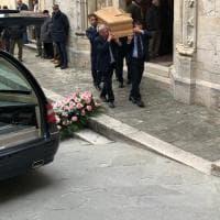Giornalisti, amici e semplici cittadini: in centinaia ai funerali di Giampaolo Pansa