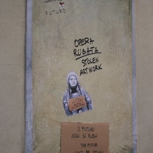 """Firenze, rubato il murale dedicato a Greta Thunberg: """"Tornerà presto al suo posto"""""""