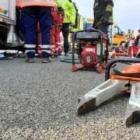 Lucca, scontro tra un tir e un furgone sull'A12: tre feriti