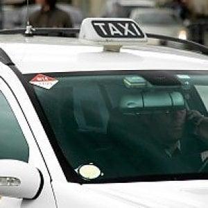 """Firenze, la Lega: """"Mettiamo un divisorio nei taxi"""""""