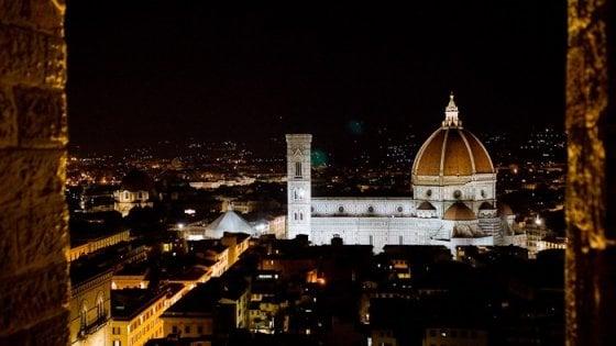 Firenze, a San Valentino brindisi sulla torre di Arnolfo