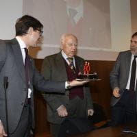 Firenze, l'abbraccio dell'università per gli 80 anni dell'ex rettore Paolo Blasi