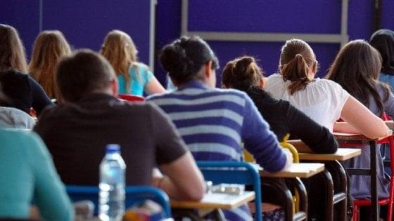 'Hackerano' il registro di classe per cancellare le assenze: 10 liceali indagati a Grosseto