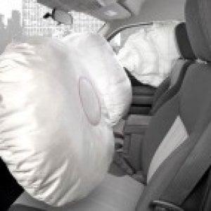 Pisa, scoppia airbag durante un tamponamento: muore nenonato