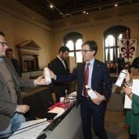 Firenze plastic-free, il Comune consegna 5000 borracce ai dipendenti
