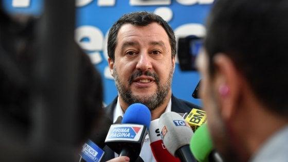 """Viareggio, i carristi del Carnevale contro Salvini: """"Non gli apriamo hangar dei carri"""""""