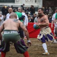 Calcio storico, i Verdi vincono la partita dell'Assedio