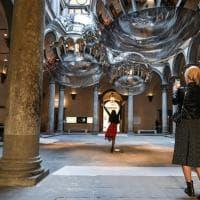 Firenze, Palazzo Strozzi si riflette nelle tre sfere di Tomás Saraceno: l'anteprima della mostra dell'artista argentino