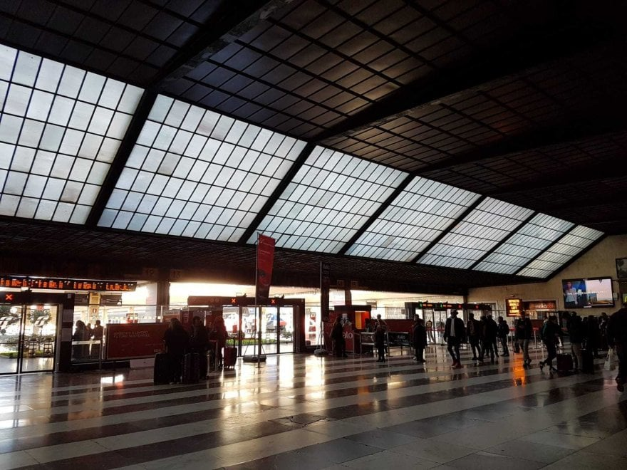 Santa Maria Novella, pochi viaggiatori e tante mascherine contro il virus