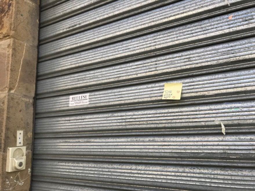 """""""Tutto andrà bene"""", i fogliettini beneauguranti contro il coronavirus a Firenze"""