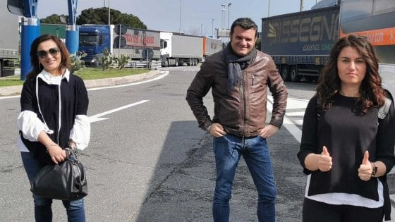 """Ceccardi va a in pullman a riprendere gli italiani di ritorno dalle Canarie. Il Pd: """"Irresponsabile"""""""