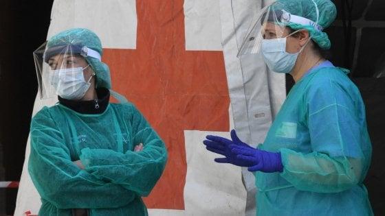 """Firenze, coronavirus: """"Nozze annullate per l'emergenza, ma la chiesa nega il rimborso"""""""